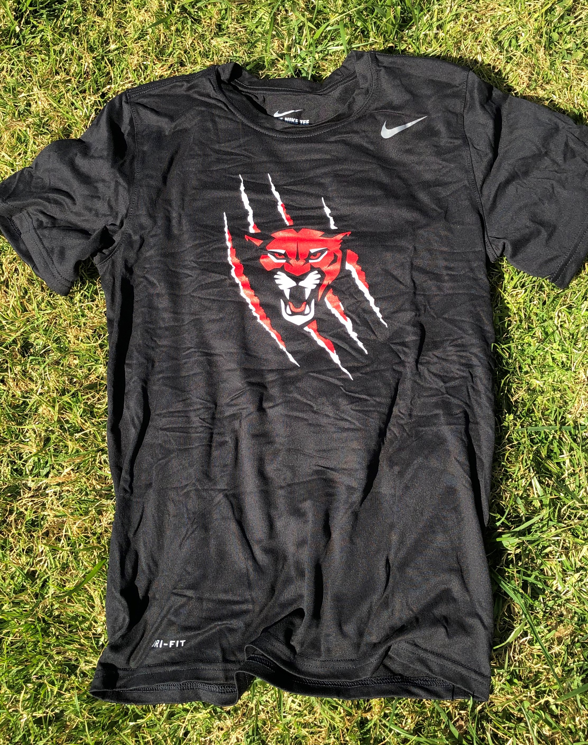 Black t-shirt with cougar image